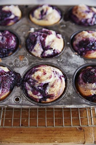 Blueberry-Buttermilk Swirl Muffins Beauty A131110 Silvana's Kitchen 2014